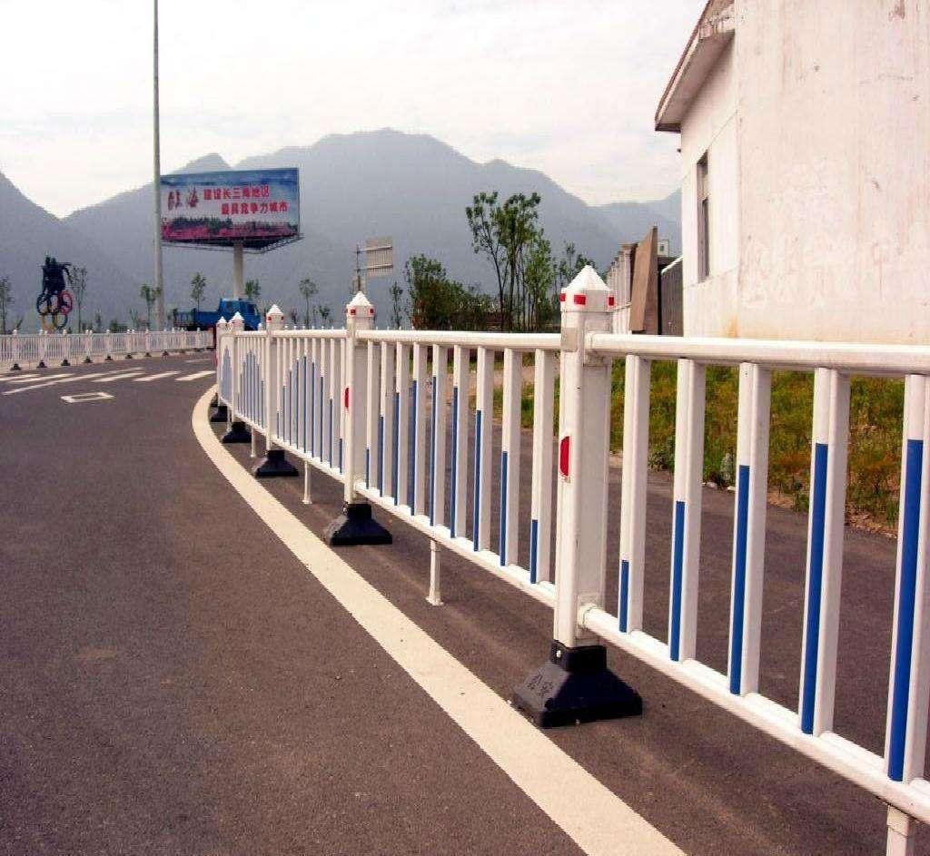 道路护栏生产厂家在哪里找